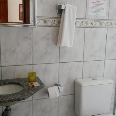 pousada-flores-do-lazaro-quarto-banheiro4
